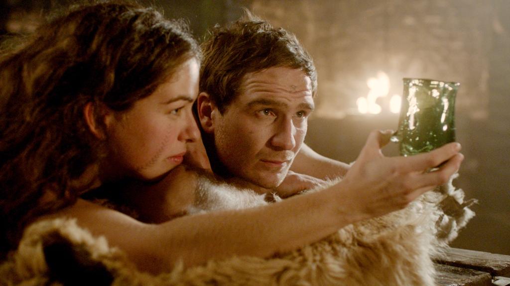 0928 莉莎白與彼得本來是一對生活拮据但內心快樂的情侶.jpg